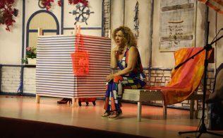shirley tiyatro oyunu izleyicileri ile bulustu bandirma.com.tr